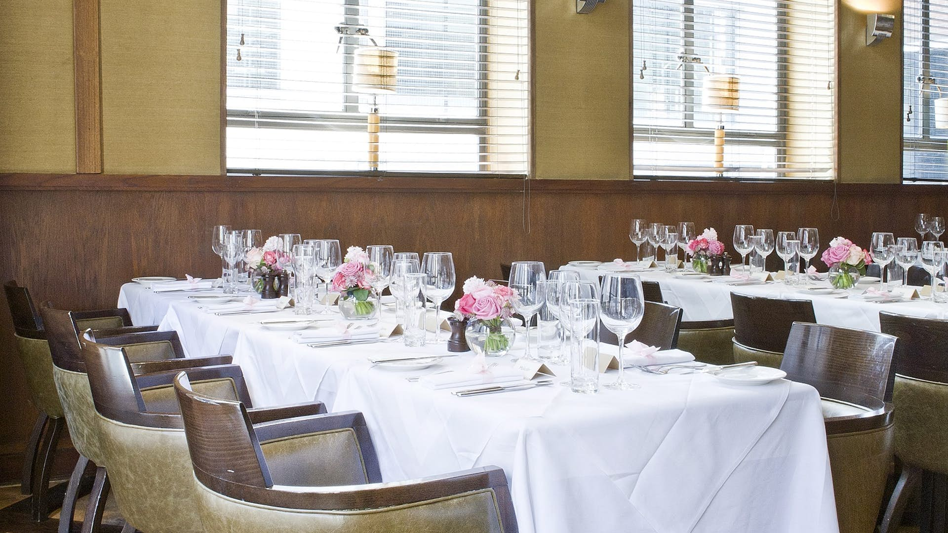 Private dining room dining hire the white swan for Q dining room london