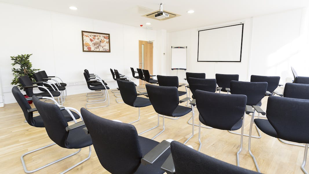 meeting room hire central london View our meeting rooms in central london for hire from £10 per person per head quality but cheap meeting room hire - 100% online booking.