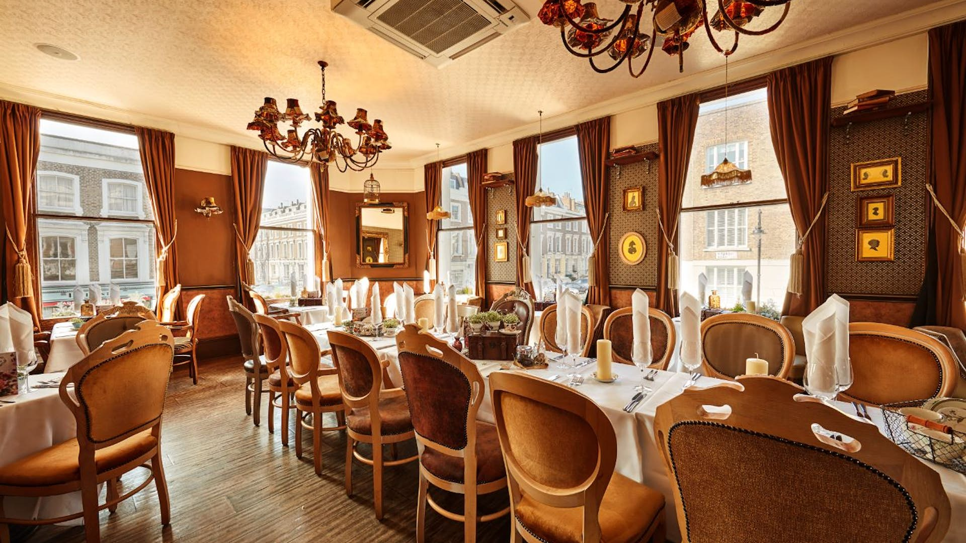 Princess room dining hire princess of wales for Q dining room london