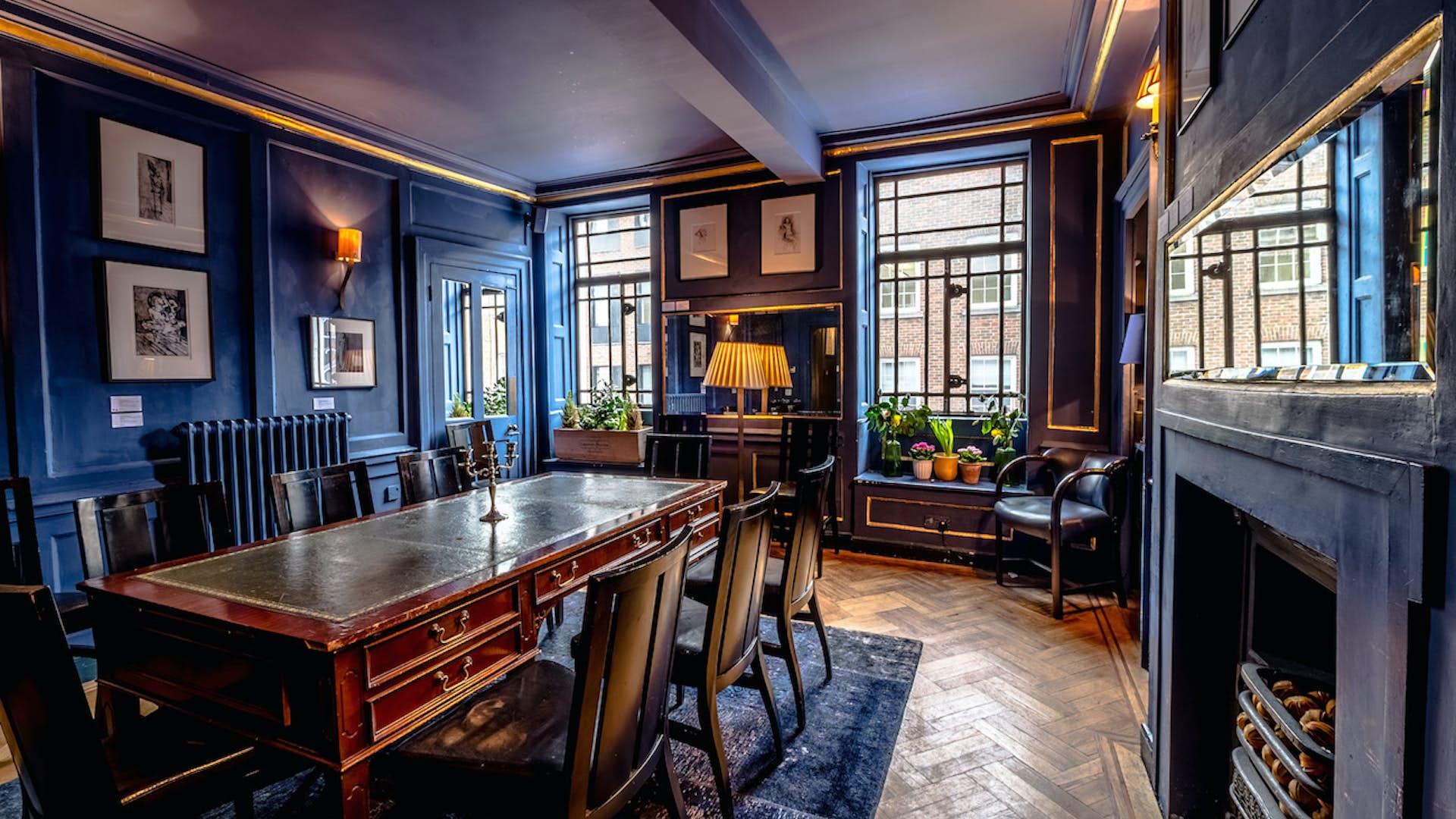 Le Salon Bleu | Dining | L\'Escargot