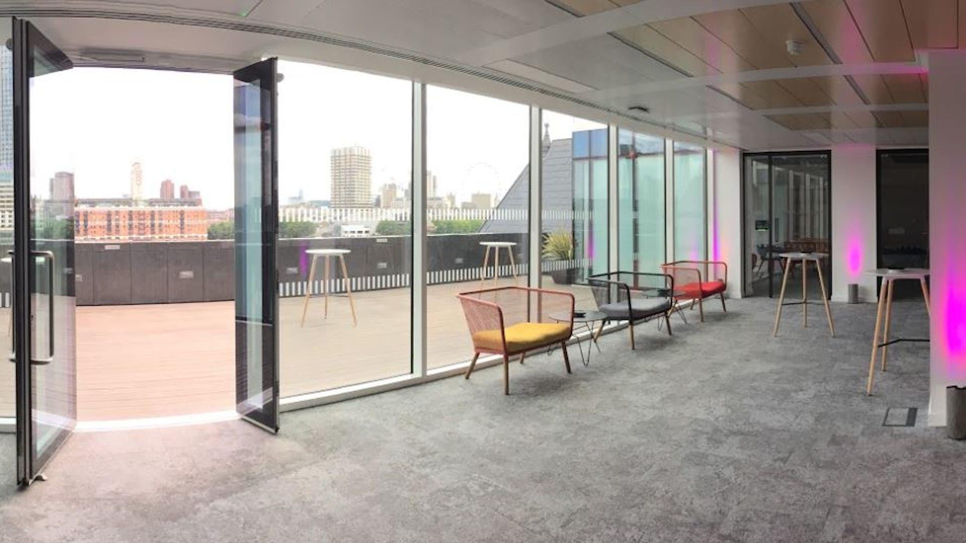 Lounge balcony film and photo 58ve for Balcony lounge