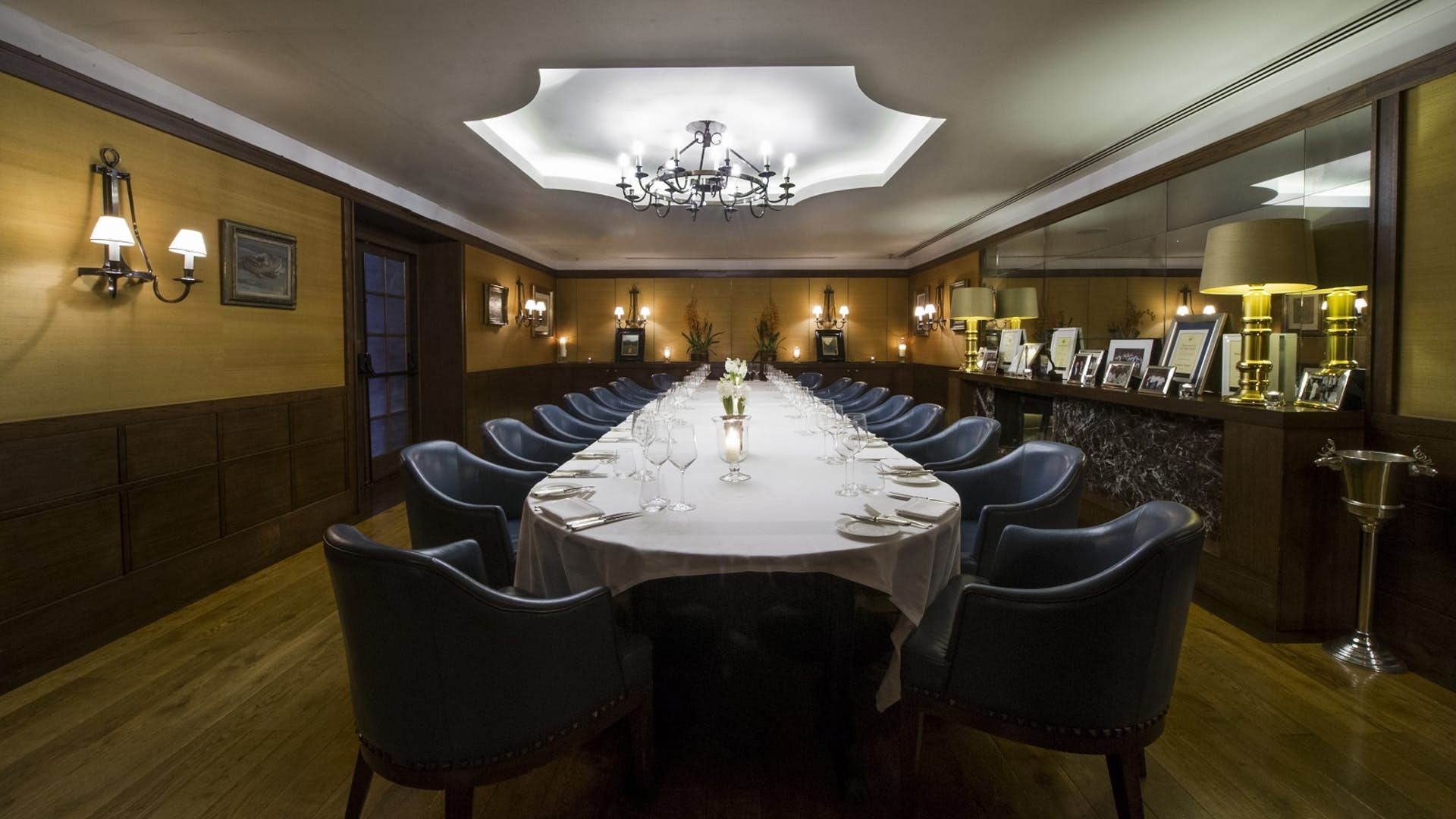 The lindsay room dining hire corrigan 39 s mayfair for Q dining room london