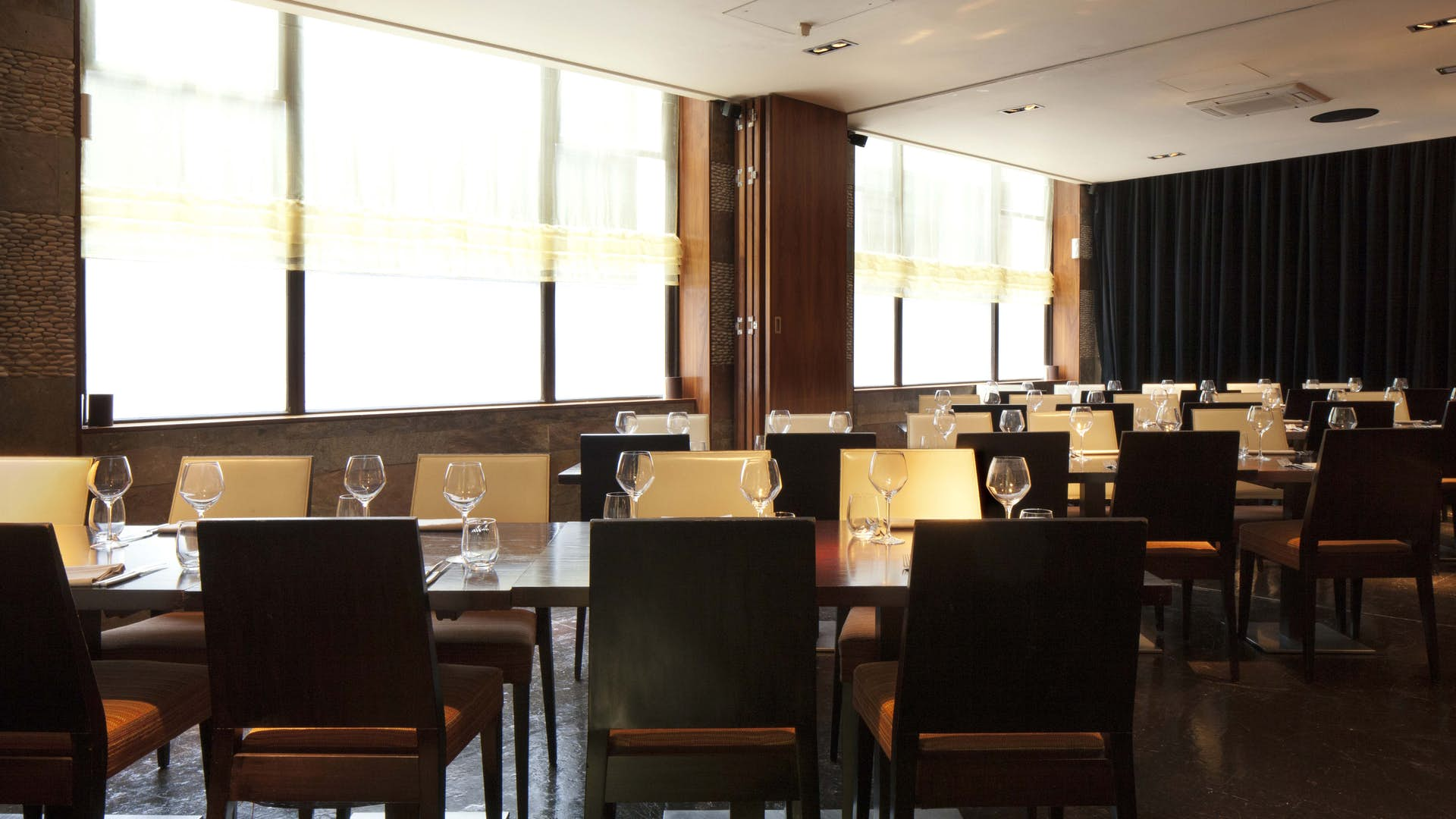 Private dining room dining hire mint leaf lounge for Q dining room london