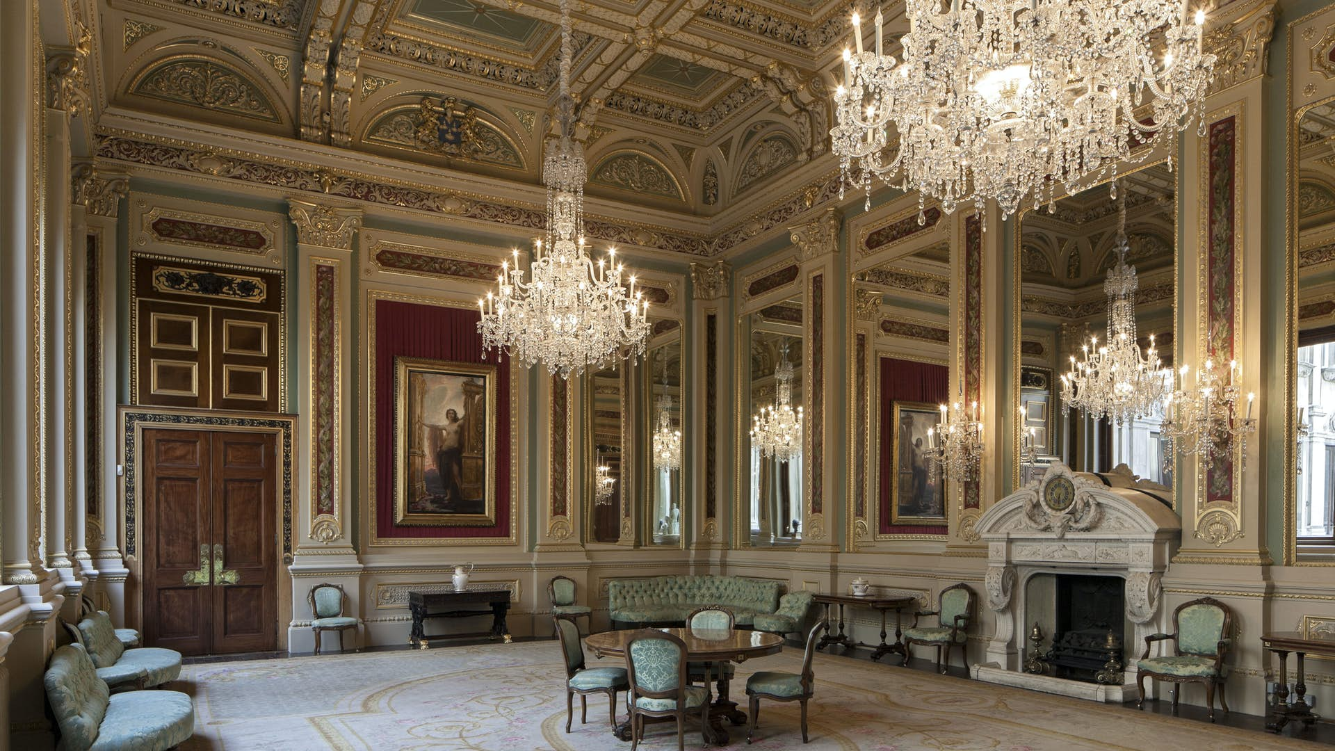 Drawing room court dining room drapers 39 hall for Q dining room london