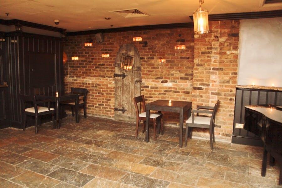 Photo of Newgate Bar at Magpie & Stump