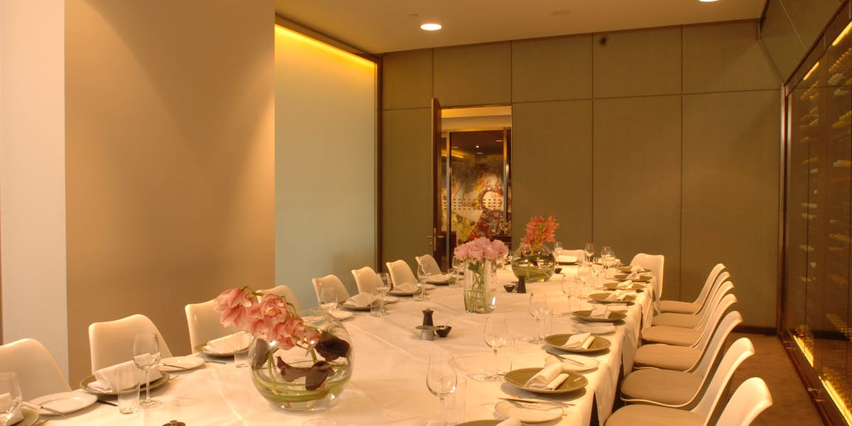 Hire plateau for Q dining room london