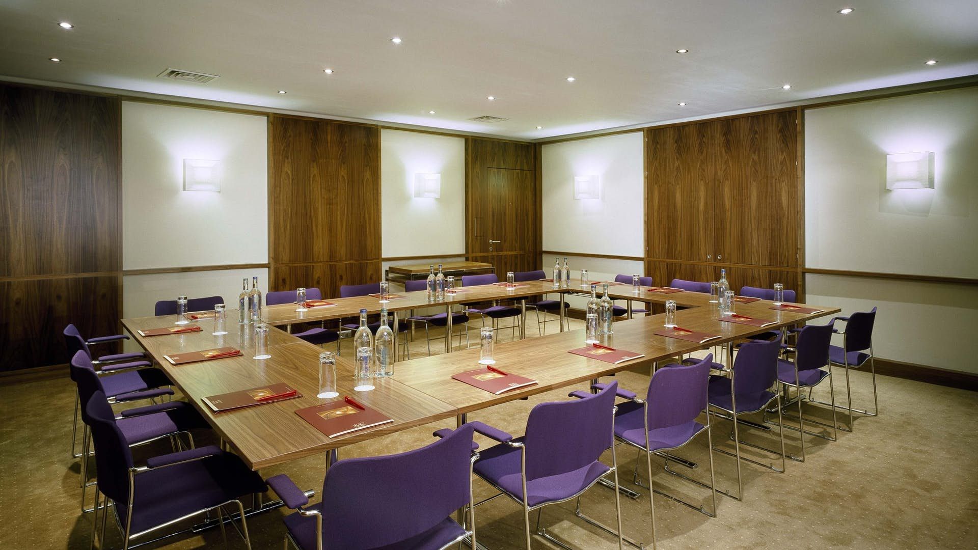 Conference room nevern business k k hotel george for Best private dining rooms west end london