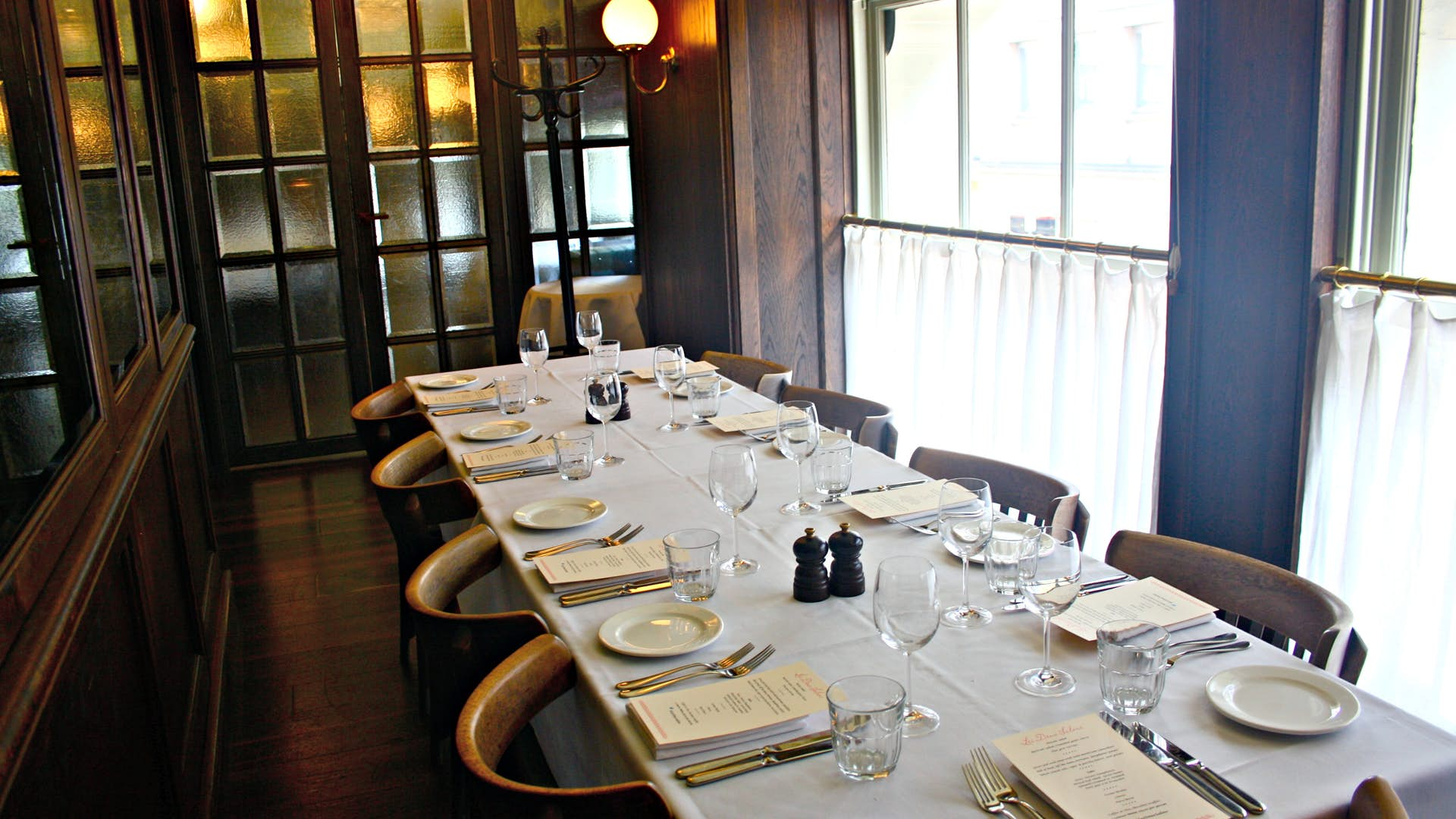 Large private dining room dining les deux salons for Q dining room london